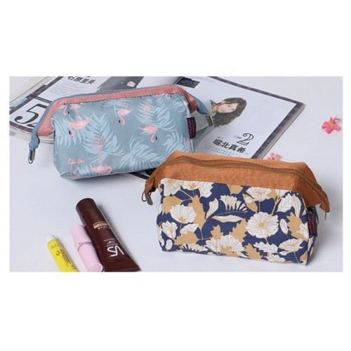 Charming Water Resistant Cosmetic Cube Pouch / Tas Kosmetik