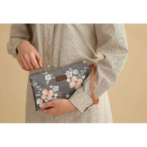 Charming Water Resistant Cosmetic Hand Folding pouch/ Tas Kosmetik